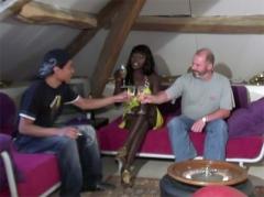 Vidéo hd gratuite : rencontre x entre papy, black et un ami