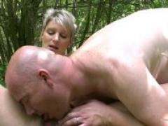 Soizic, jeux sadiques dans les bois !  par jacquie michel .