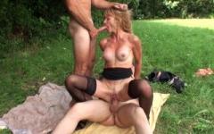 Alicia, 50ans, de toulon aime s'exhiber et baiser en exterieur !  (Jacquie et Michel)