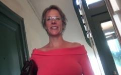 Marie, la prof de grec en trio !