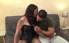 Ruby, 27ans, aime quand son mari la regarde !  (Jacquie et Michel)