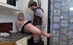 Une élève boulangere nous offre ses grosses miches !  (Jacquie et Michel)