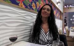 Juliana profite du voyage d'affaire de son mari pour une soirée resto & sodo !  (Jacquie et Michel)