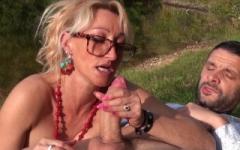 Betty, 46 ans, une cougar qui se donne à fond !  (Jacquie et Michel)