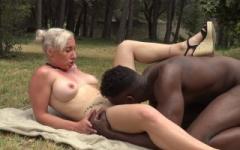 Louane se fait sodomiser par un blacky bien membré !   (Jacquie et Michel)