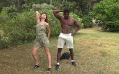 Melany, 23 ans, donne un cours de poses artistiques à prince avant de se le taper !   (Jacquie et Michel)